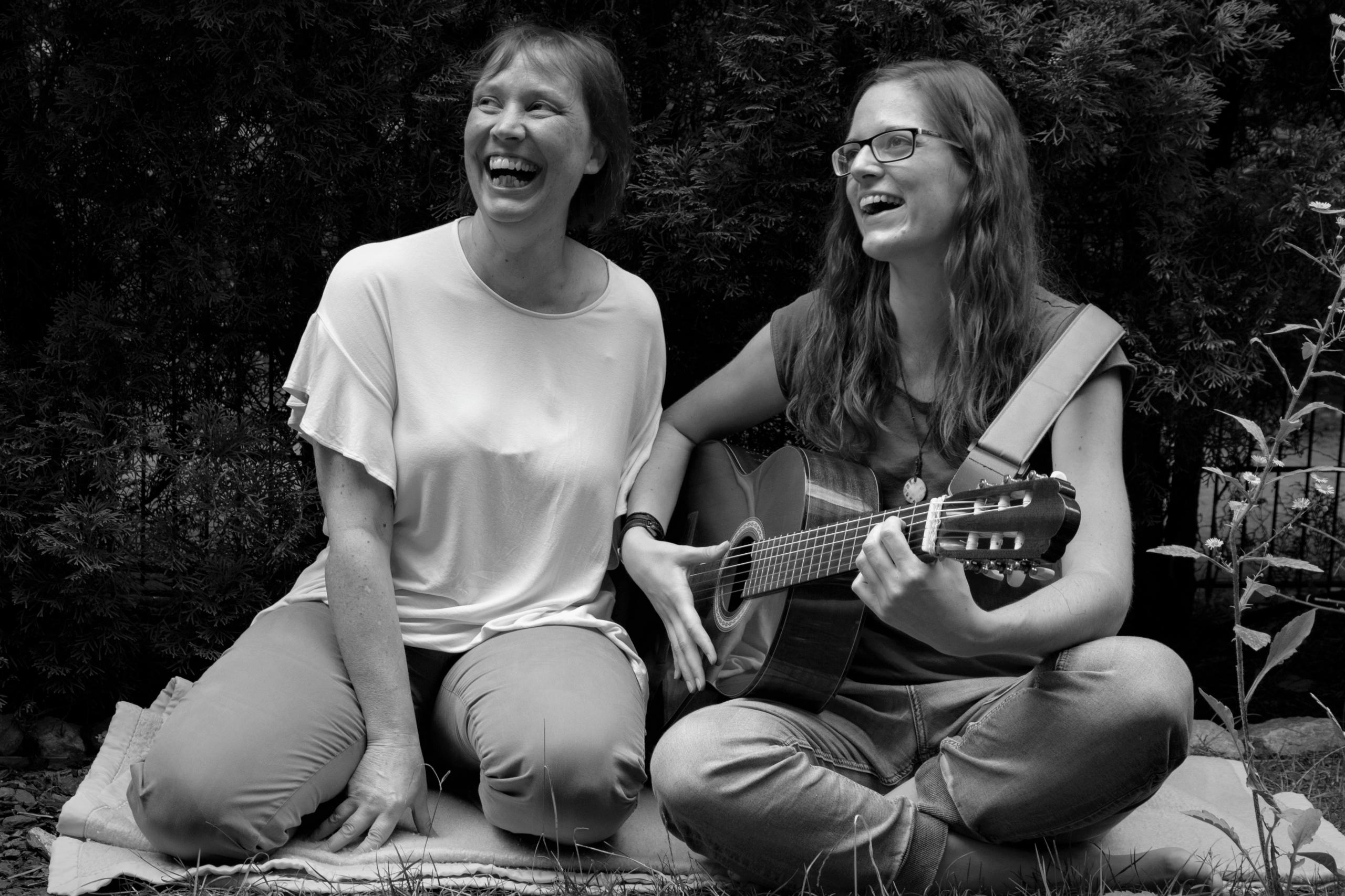 Kraut und Ruam - Ein Liederabend mit Eveline Buchinger und Sandra Masch